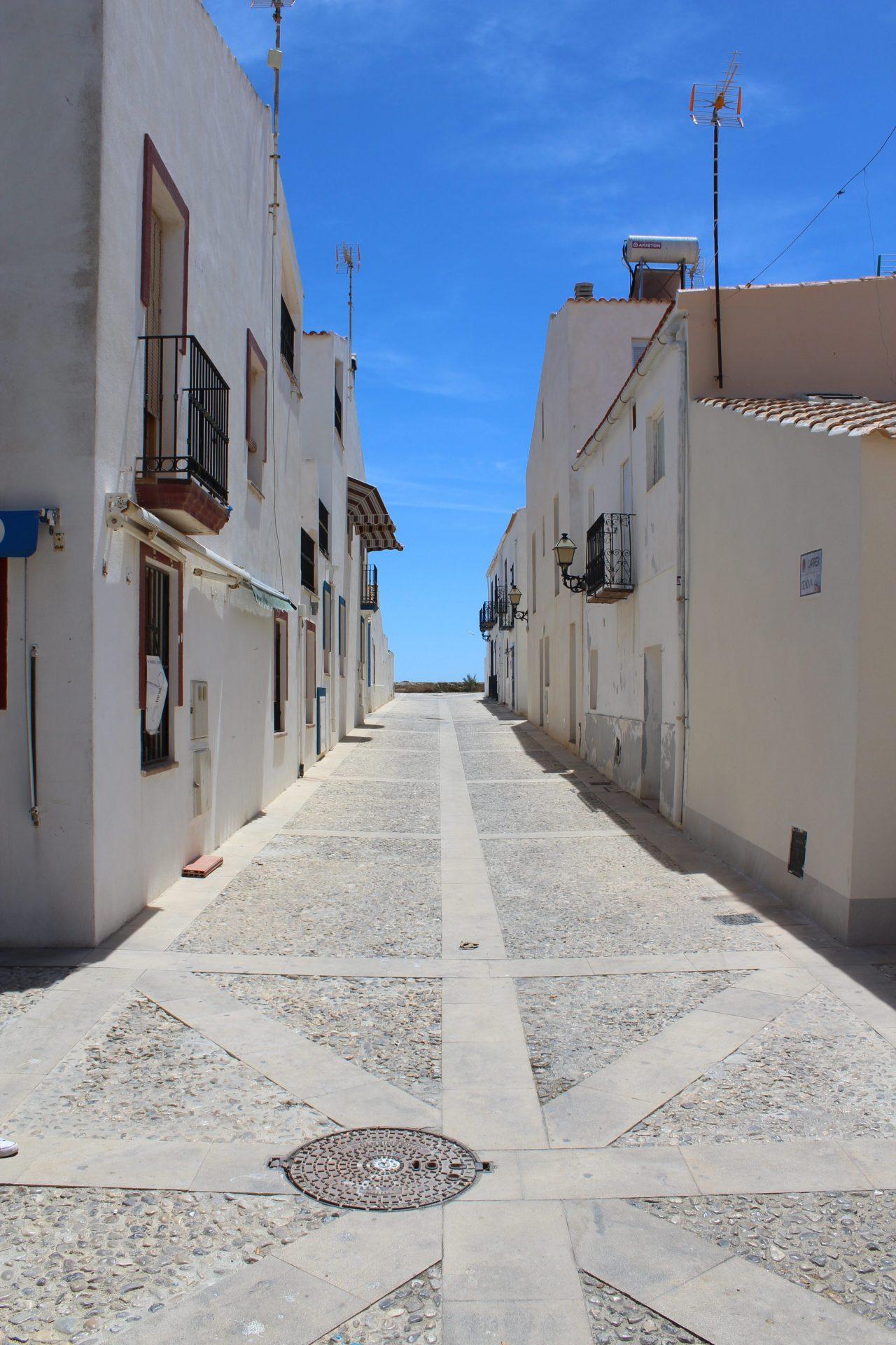 Wąska uliczka na wyspie