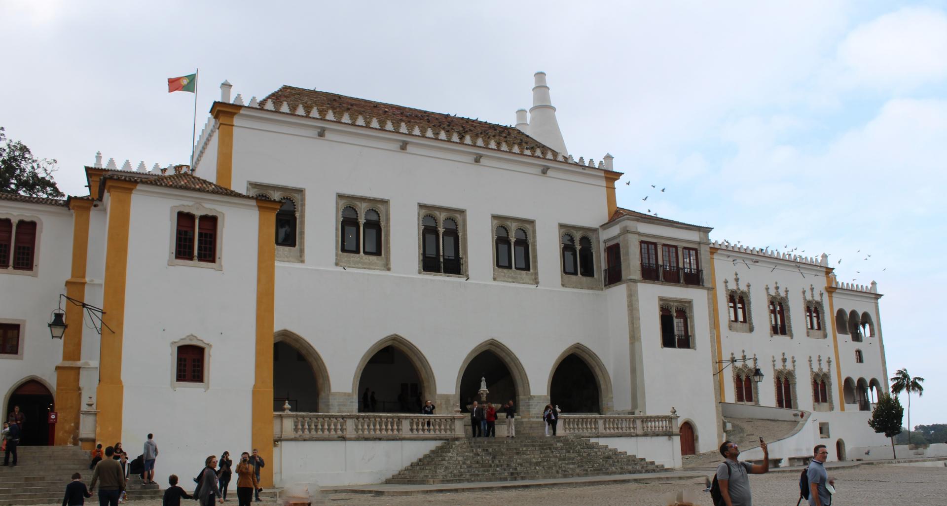 Plac przed Pałacem Narodowym - Sintra